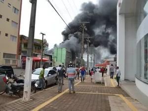 Fumaça tomou conta da área central de Cacoal (Foto: Magda Oliveira/G1)