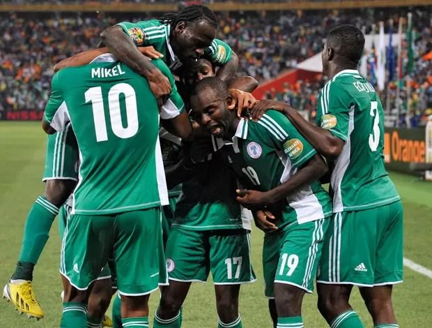 Nigéria comemora gol sobre Burkina Faso (Foto: AFP)
