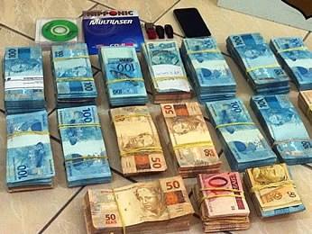 Mais de R$ 230 mil foram apreendidos durante operação (Foto: Assessoria/PF)