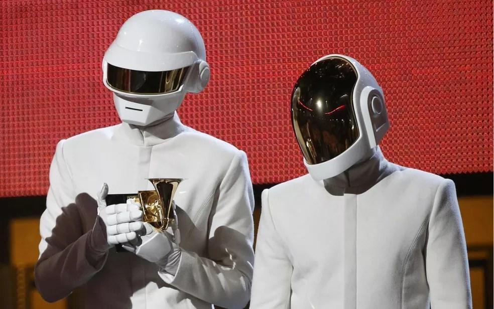 Daft Punk recebe Grammy de 'Single do Ano' por 'Get Lucky' — Foto: Mario Anzuoni/Reuters