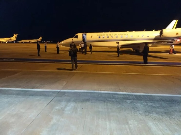 Jatinho da Força Aérea Colombiana trouxe Juan Guaidó ao Brasil — Foto: Reprodução