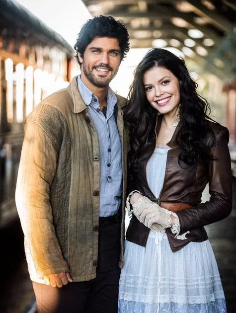 Bruno Cabrerizo e Vitória Strada são os protagonistas da nova novela das seis da Globo  (Foto: Divulgação/ Rede Globo)