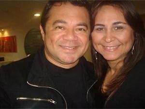 Shaolin acompanhado da esposa, Laudiceia Veloso, que se dedica à sua recuperação em Campina Grande (Foto: Arquivo pessoal)