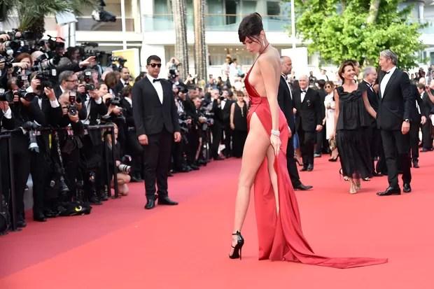 Bella Hadid no Festival de Cannes (Foto: AFP)