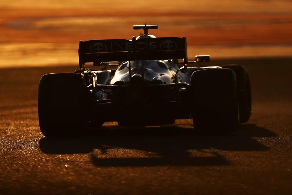 Instabilidade na parte traseira do W12 é o grande problema a ser corrigido pela Mercedes em 2021 — Foto: Dan Istitene/F1 via Getty Images