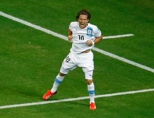 Forlan gol Uruguai x Nigéria (Foto: Reuters)