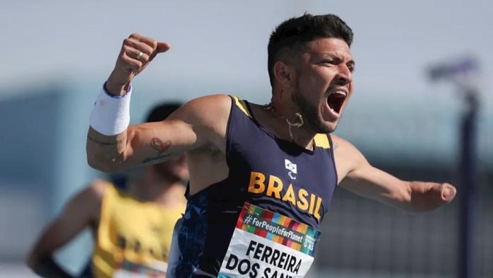 Petrúcio Ferreira é o recordista dos 100m classe T47 — Foto: Daniel Zappe/CPB/Exemplus