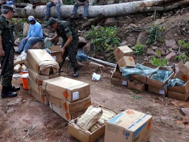 Foram achados explosivos em grande quantidade e acessórios explosivos (Foto: Exército Brasileiro)