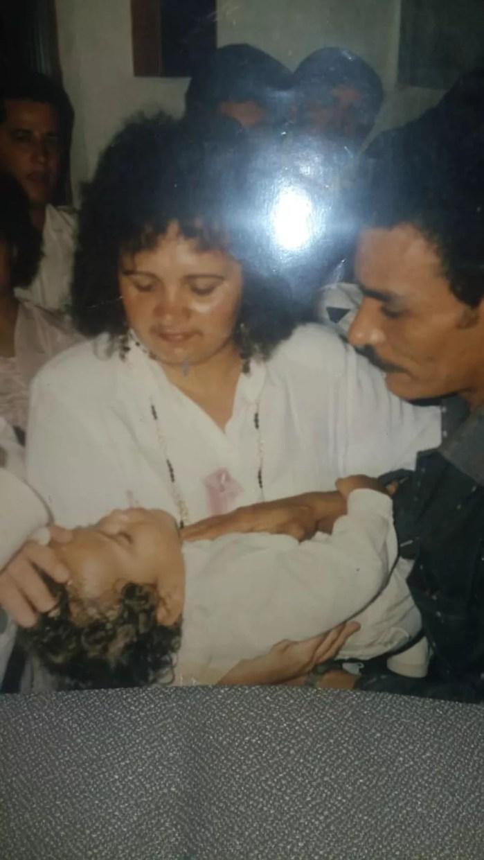 Charles do Bronx com os pais Francisco e Ozana — Foto: Arquivo pessoal