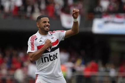 Bruno Peres comemora o gol da vitória tricolor contra o Ceará (Foto: Rubens Chiri/saopaulofc.net)