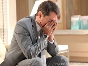 Eron não suporta a ideia de viver sem Amarilys (Foto: Jacson Voguel/Tv Globo)