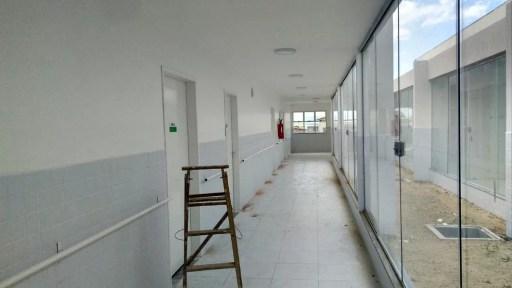Obras de UPA em Santo Antônio estão em fase de conclusão, porém município ainda deverá fazer parceria com vizinhos para garantir custeio (Foto: Marksuel Figueredo / Inter TV Cabugi)
