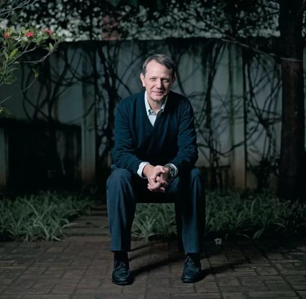 À ESQUERDA O cientista político André Singer, em sua casa em São Paulo. Para ele, as mobilizações vieram para ficar (Foto: Camila Fontana/ÉPOCA)