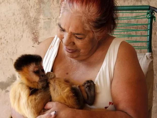 Dona Elizete cuida de Chico há 37 anos como se fosse um filho (Foto: Fabio Rodrigues/G1)