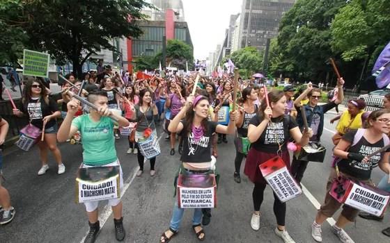 Feminismo reúne mulheres do coletivo Fuzarca Feminista em São Paulo, durante a Marcha das Mulheres (Foto: Elaine Campos)