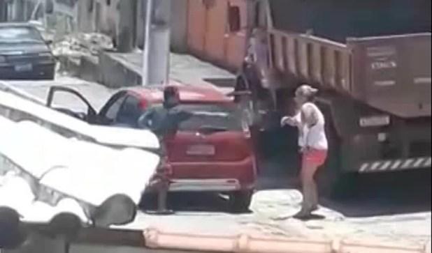 Homem dispara contra a madrasta; mulher foi atingida cinco vezes — Foto: Reprodução/TV Globo