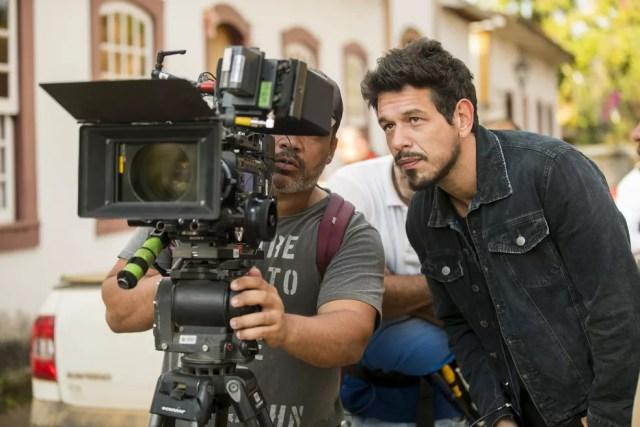 João Vicente de Castro, como Alain, nos bastidores de gravação em Tiradentes (Foto: João Miguel Junior/Globo )