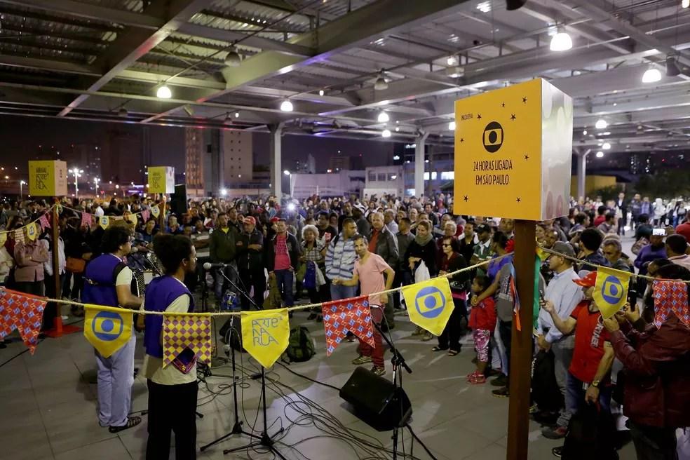 Público curtindo um forró na estação Osasco da CPTM (Foto: Fernando Pilatos)