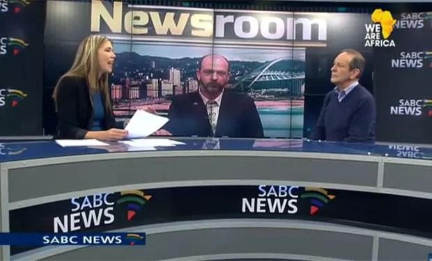 Cena foi protagonizada por Andre du Plessis durante programa que discutia a legalização da maconha (Foto: Reprodução/YouTube/SABC Digital News)