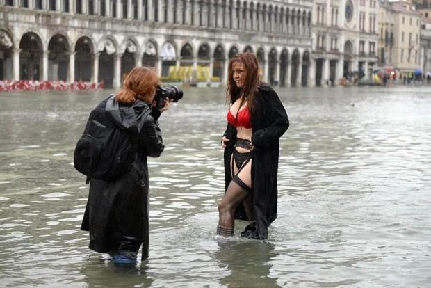Cena foi registrada nesta terça em Veneza (Foto: Andrea Pattaro/AFP)