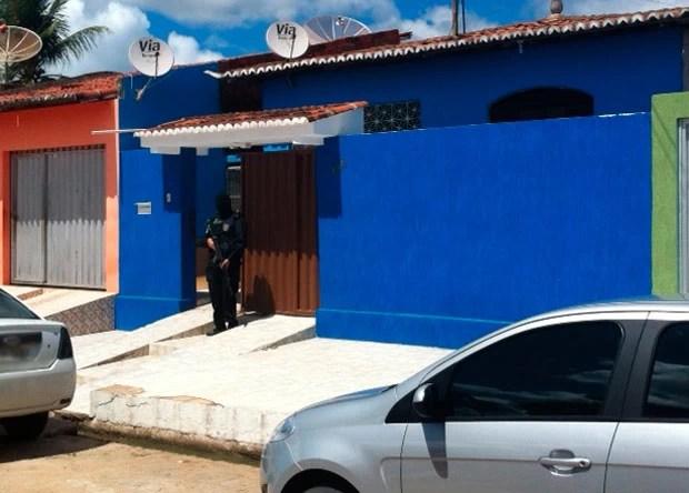 Policiais prenderam o suspeito em casa, na cidade de Goianinha (Foto: Igor Jácome/G1)