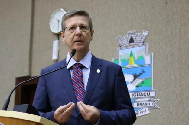 O vereador Dr. Brito é apontado pela PF e pelo MPF como líder do grupo criminoso responsável por fraudar licitações na área da saúde (Foto: Câmara Municipal de Foz do Iguaçu/Divulgação)