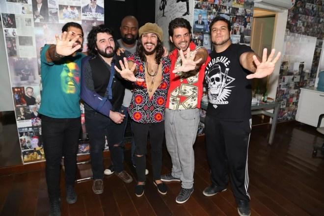 Marcus Menna com os companheiros da banda 'Os Cinco Sentidos' (Foto: Roberto Wertman/Divulgação)