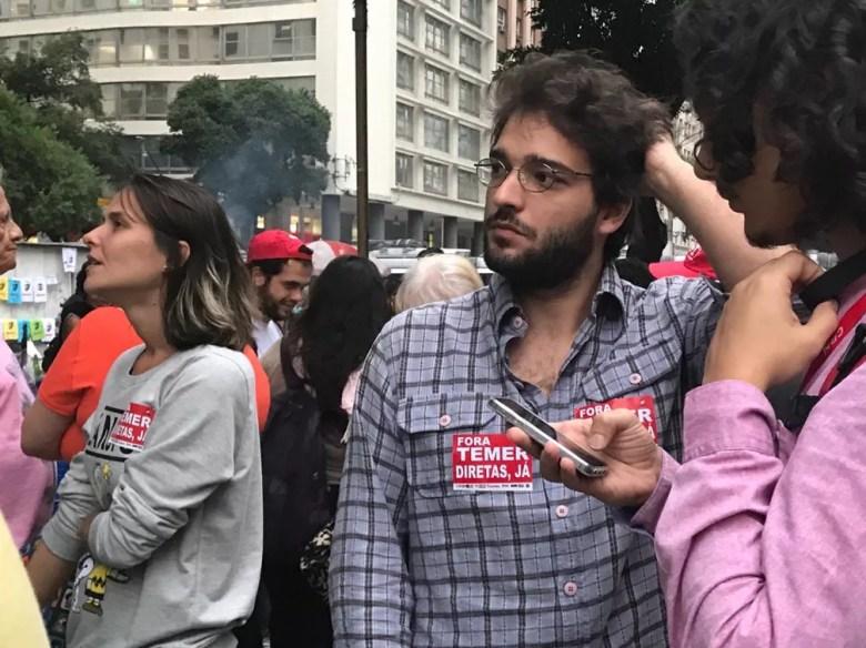 Ator Humberto Carrão participa de ato no Rio (Foto: Matheus Rodrigues/G1)