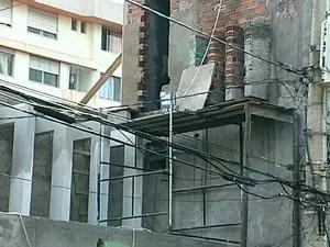 Homem caiu de andaime em obra de um prédio em Passo Fundo (Foto: reprodução/RBS TV)