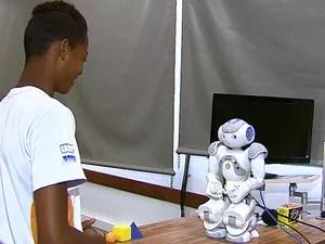 Robô Nao ensina geometria para estudantes de São Carlos (Foto: Reginaldo Santos/EPTV)