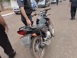 As motos roubadas foram levadas para a delegacia do município (Foto: Divulgação / PM)