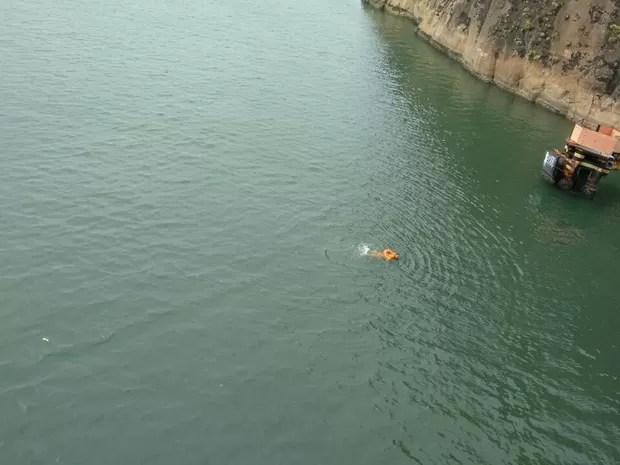 Estivador que caiu de navio (Foto: VC no ESTV)