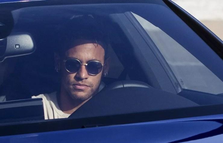 Neymar está em vias de ser anunciado pelo PSG, e Santos luta para receber sua parte da negociação (Foto: Efe)