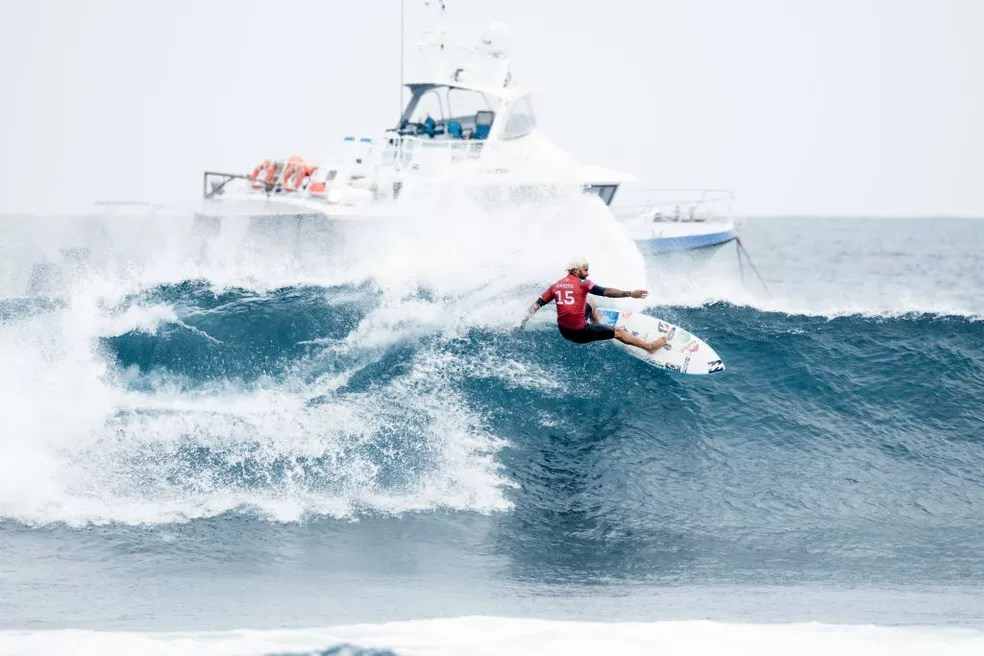 Italo também segue na luta pelo título — Foto:  Cait Miers/World Surf League via Getty Images