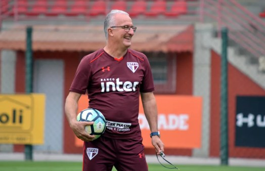 Motivo para Dorival sorrir: São Paulo não perde há quatro jogos (Foto: Érico Leonan/saopaulofc.net)