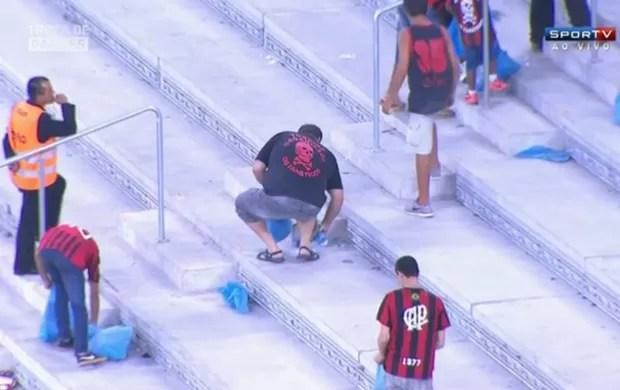 Torcedores do Atlético-PR na Arena da Baixada (Foto: Reprodução / SporTV)
