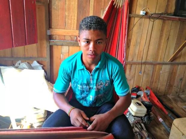 Francisco Assis sonha em fazer um curso superior (Foto: Genival Moura/ G1)