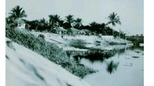 Margem do rio Itaúnas, na antiga vila, onde os pescadores guardavam seus barcos — Foto: Parque Estadual de Itaúnas