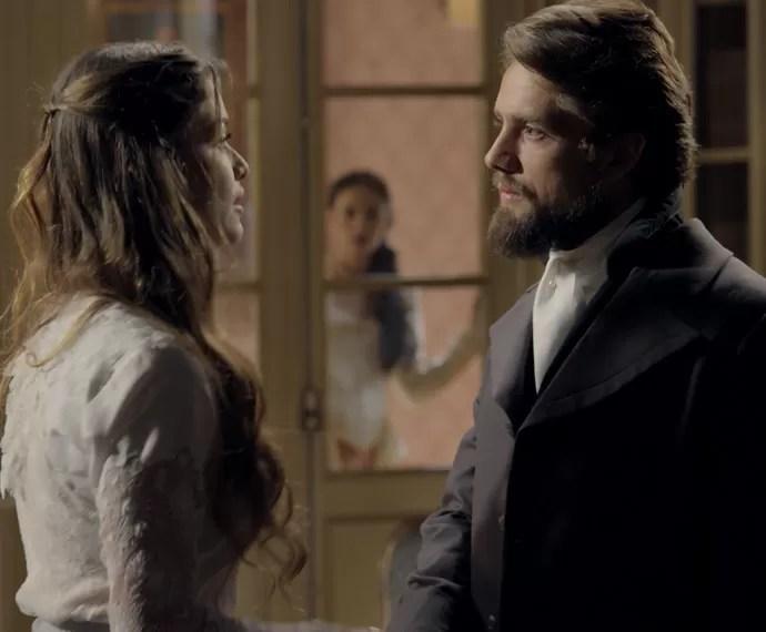 Melissa flagra Lívia e Felipe juntos (Foto: TV Globo)