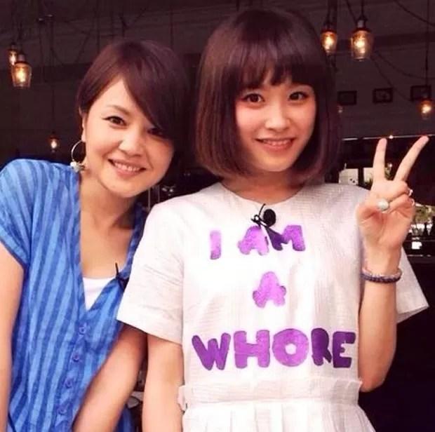 Sem saber, Ai Takahashi posou para foto usando roupa com os dizeres 'eu sou uma vadia', em inglês (Foto: Reprodução/Imgur/furansowa)
