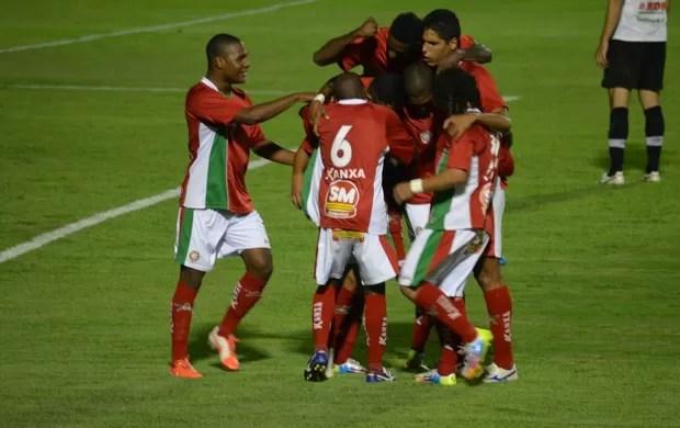 Tomas faz o único gol do Boa Esporte contra o Joinville (Foto: Tiago Campos)