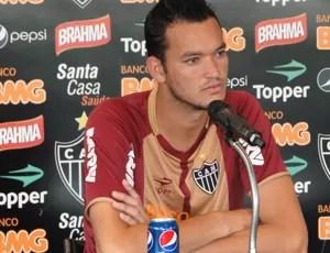 Réver, zagueiro do Atlético-MG (Foto: Fernando Martins / Globoesporte.com)