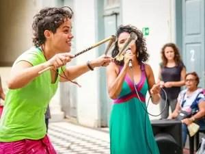 Ludimila Palucci (esquerda) durante ensaio no MIS de Campinas (Foto: Mayara Megiolaro)