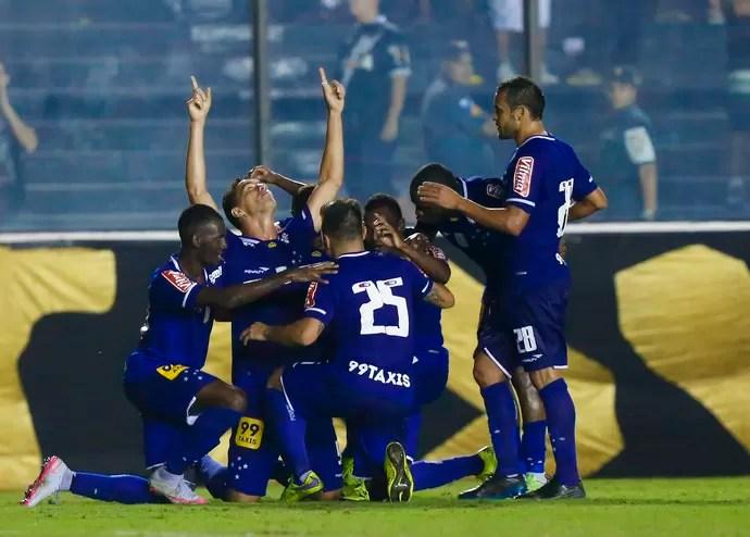 Jogadores do Cruzeiro comemoram gol (Foto: Marcelo Regua / Light Press / Cruzeiro)