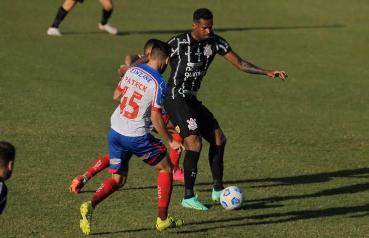 Patrick marca Jô em Bahia x Corinthians — Foto: Jhony Pinho/AGIF