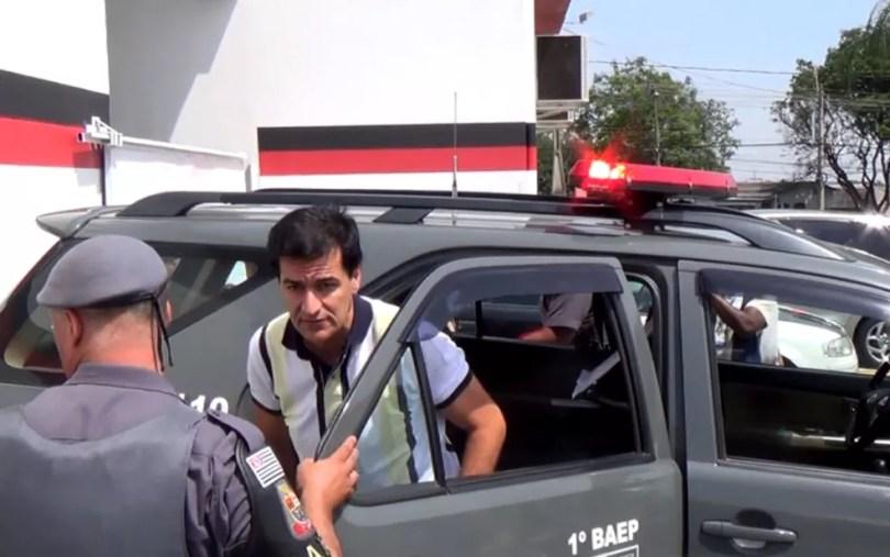 Ex-prefeito de Indaiatuba Reinaldo Nogueira chega em delegacia em Campinas (Foto: Reprodução / EPTV)