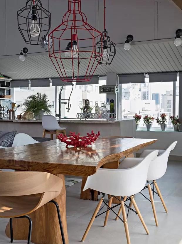Apartamento com jeito de casa tem spa jardim e ambientes