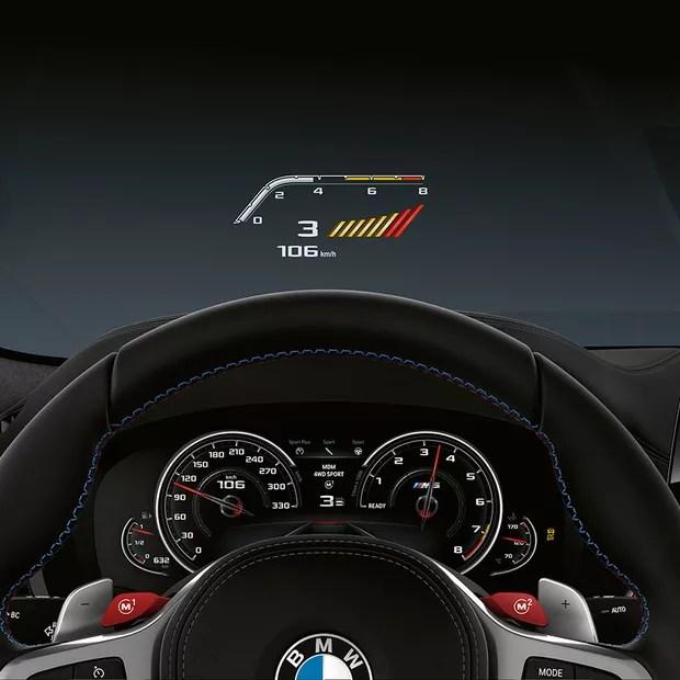Para não perder o foco, o Head-up Display projeta todas as informações necessárias no campo de visão do motorista (Foto: Divulgação)