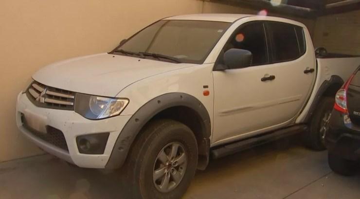 Caminhonete, que foi apreendida na casa de um dos suspeitos, na região norte de Rio Preto (Foto: Reprodução/TV TEM)