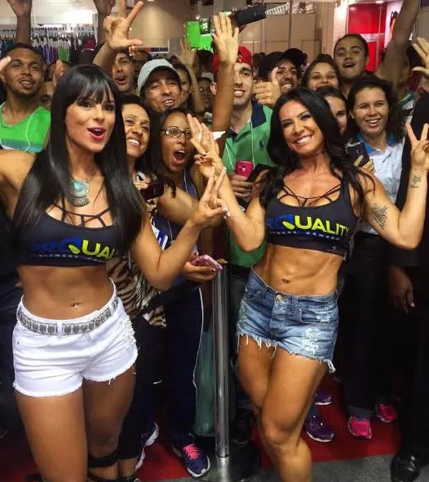 Janine Machado e Sheila Carvalho em evento fitness (Foto: Reprodução)